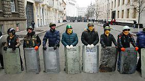 Keine Ruhe nach Abkommen: Regierungsgegner übernehmen Kontrolle in Kiew