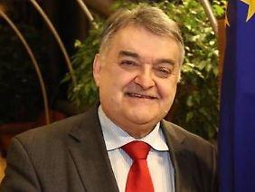 Herbert Reul leitet die CDU/CSU-Gruppe im Europaparlament.