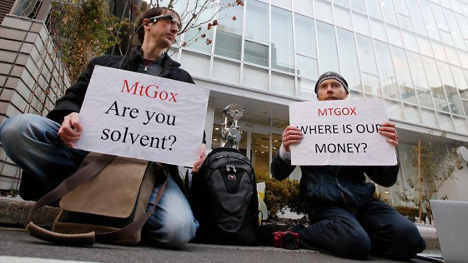 Anhänger der Cyberwährung Bitcoin und Kunden von MtGox haben Fragen.