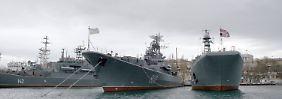 Video: Russen patrouillieren auf der Krim
