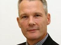Prof. Dr. Wolff Heintschel von Heinegg lehrt Völker- und Europarecht an der Europa-Universität Viadrina Frankfurt (Oder).