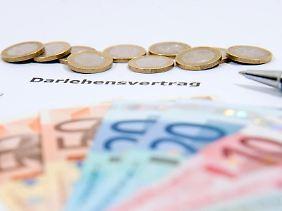 Wer ein Darlehen aufnimmt, sollte die Finanzierung gut durchrechnen - und prüfen, ob er wirklich den teuren Schutz einer Kreditversicherung braucht.