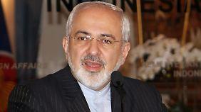 Irans Außenminister Jawad Sarif äußerte sich während seines Indonesien-Besuchs zu dem Waffenfund auf einem panamaischen Schiff im Roten Meer. Damit habe der Iran nichts zu tun.