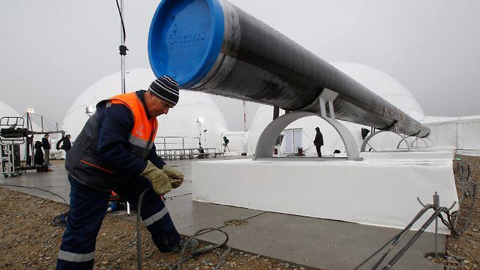 Die EU legt Gespräche über die Gaspipeline South Stream auf Eis. Sie soll eigentlich ab 2015 Gas von Anapa, Russland, durchs Schwarze Meer nach Griechenland, Italien und Österreich transportieren.