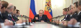 Wladimir Putin will der große Mann Russlands sein. Doch könnte er der Mann in die Geschichtsbücher eingehen, der für den weiteren Zerfall des einst so gewaltigen Reiches verantwortlich zeichnet.