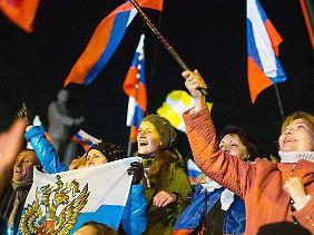 Jubelstimmung: Bewohner der Krim feiern das Referendum.