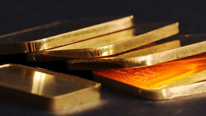 Erst deutlich rauf, dann richtig runter: Goldpreis fährt Achterbahn.