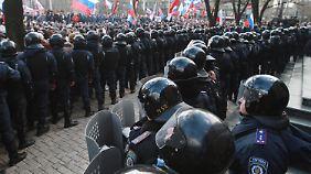 Der nächste Brennpunkt?: Prorussische Proteste im Osten der Ukraine halten an