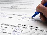 Der Käufer eines Mietshauses kann nicht verlangen, dass Mieter einen neuen Mietvertrag abschließen.