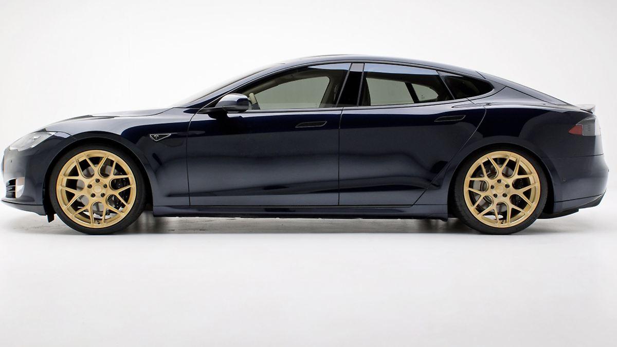 Tesla Model S bekommt goldene Räder