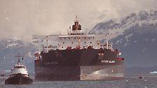 """Der US-Supertanker """"Exxon Valdez"""" fuhr am 24. März 1989 mit 163.000 Tonnen Erdöl beladen Richtung Kalifornien."""