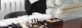 Gold, Geld und Edelsteine in Ukraine gehortet: Beamte finden Schatz bei Ex-Minister