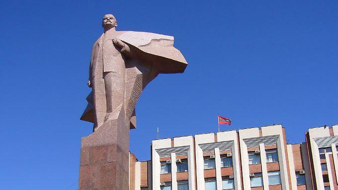 Vor dem Parlamentspalast Transnistriens thront eine Lenin-Statue.