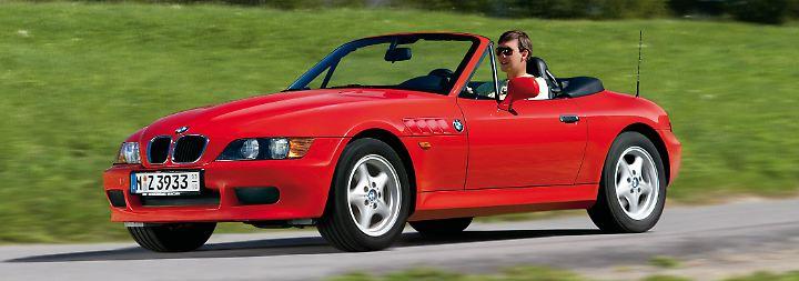 """Wer ein Auto wie James Bond fahren möchte, muss nicht auf einen Aston Martin sparen. In """"Goldeneye"""" fuhr der MI6-Agent einen Z3. Dank seines hervorragenden Handlings ist der hinterradgetriebene BMW ein echtes Sonnenkind für schöne Tage auf kurvigen Strecken."""
