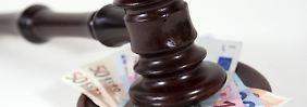 Das Oberlandesgerichts (OLG) Frankfurt am Main hat entschieden, dass bestimmte Klauseln im Preisverzeichnis der Commerzbank unzulässig sind.