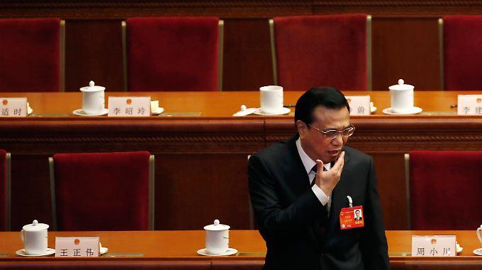 Regierungschef Li Keqiang (hier beim Volkskongress) ordnet China in die Weltwirtschaft ein - spricht von Abhängigkeiten und bittet um Kooperationen.