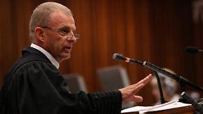Kreuzverhör im Mordprozess: Staatsanwalt geht Pistorius hart an