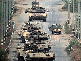 Israelische Panzer an der Grenze zum Gazastreifen.