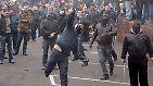 """Anders als auf der Krim werden in der Ostukraine nicht hauptsächlich Verwaltungsgebäude, sondern Polizeistationen gestürmt. """"Die Besatzer haben uns gesagt: 'Wir brauchen Waffen und hier gibt es viele Waffen'"""", berichtet n-tv Korrespondent Dirk Emmerich aus Slawjansk."""