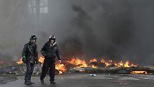 In dem Ort Slawjansk hatte die Zentralregierung in Kiew am Sonntag erstmals mit Gewalt versucht, die Lage unter Kontrolle zu bringen.
