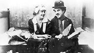 Doch so sehr Chaplin als Filmschaffender weltweit bewundert wurde, so argwöhnisch wurde sein Hang zu jungen, sehr jungen Frauen beäugt.