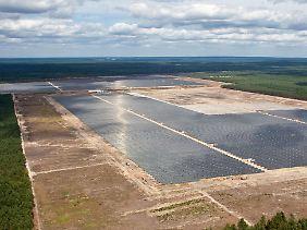 Ein Passus im Energiewirtschaftsgesetz erlaubt die Abschaltung von Photovoltaik- oder Windkraftanlagen, wenn die Sicherheit der Stromversorgung in Gefahr ist.