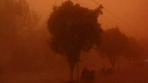 Alarmstufe Rot in Dunhuang: Gewaltiger Sandsturm prescht über chinesische Stadt