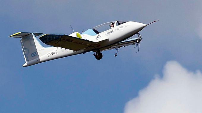"""Leise, aber die Reichweite ist noch ausbaubar: Airbus' Elektroflieger """"E-Fan""""."""