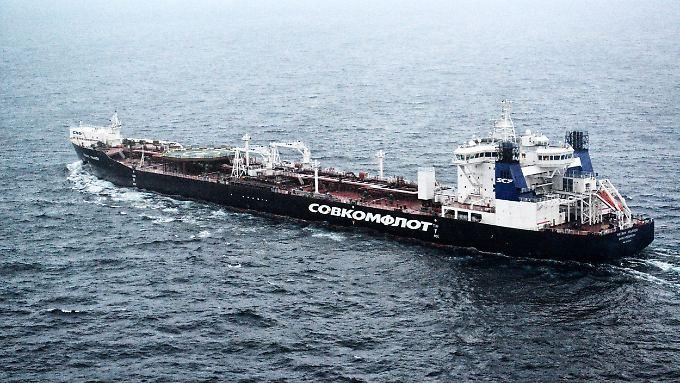 """Greenpeace sichtete den Tanker """"Mikhail Ulyanov"""" vom Flugzeug aus."""