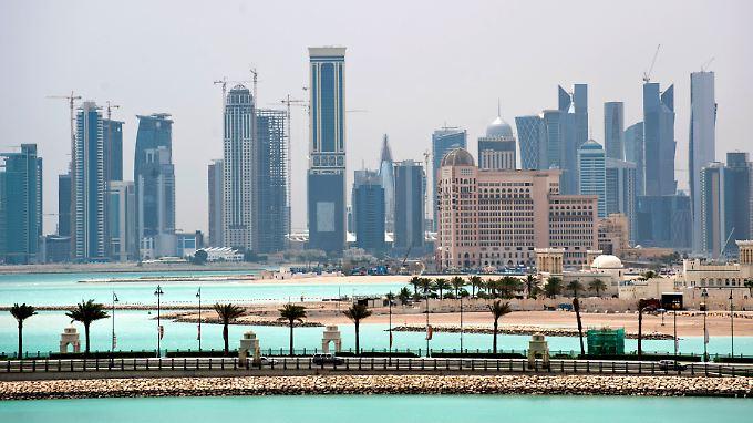 Blick auf die Skyline von Doha, Katar: Interessante Chancen bieten zum Beispiel die rohstoffreichen Golfstaaten.