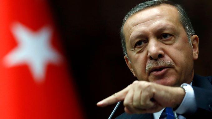 """Ein """"falsches Signal"""": Deutsche Politiker kritisieren Erdogan-Auftritt in Köln"""