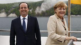 """Hollande und Merkel auf der """"Nordwind""""."""