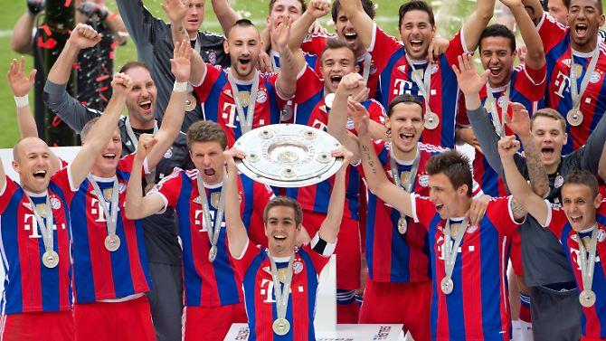 Bierduschen und Konfettiregen: Der FC Bayern feiert seinen Titel