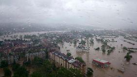 Weite Teile der Stadt Doboj stehen unter Wasser.