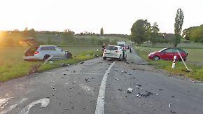 Zwei Personen wurden  bei dem Crash in Mattwil im Kanton Thurgau verletzt.