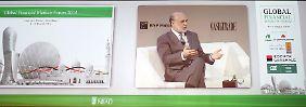 Der ehemalige Fed-Chef Ben Bernanke (l.) zu Gast beim Global Financial Markets Forum in Abu Dhabi Anfang März.