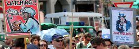 In Deutschland gingen im vergangenen Jahr Tausende auf die Straßen und demonstrierten gegen die Abhörmethoden der NSA.