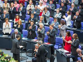 Stehender Applaus für eine bewegende Rede.