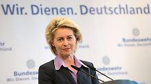 Verteidigungsministerin von der Leyen setzt ihre Ankündigungen um.