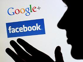 Logos der sozialen Netzwerke Google+ und Facebook.
