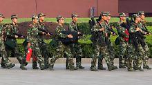 Ein Großaufgebot von Polizei und Armee soll neue Proteste auf dem Tiananmen verhindern.
