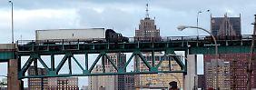Ein Blick in die vielfältige Wirtschaftslandschaft der USA: Jefferson Avenue in Detroit, Michigan.