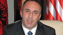 Haradinaj war bereits kurzzeitig Regierungschef im Kosovo und zuvor Kommandeur der albanischen Rebellenverbände (UCK) im Bürgerkrieg im Jahr 1998.