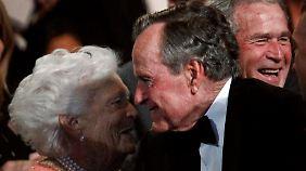 Barbara Bush sei ein Glücksfall für George, sagte Helmut Kohl.