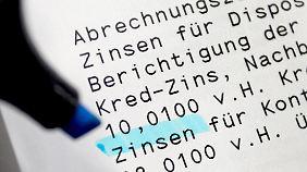 Für Dispo-Kredite verlangen viele Banken Zinsen von über zehn Prozent.