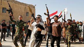 Armee will Mossul zurückerobern: Iraker stürmen in Rekrutierungsbüros
