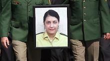 30.04.2007 in Böblingen: Letzte Ehre für die ermordete Kollegin Kiesewetter.