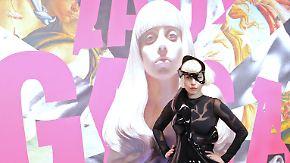 Promi-News des Tages: Outfit von Lady Gagas Hund sorgt für Ärger
