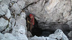 Eintritt nur für Berechtigte: Stahlgitter verschließt Zugang zur Riesending-Höhle