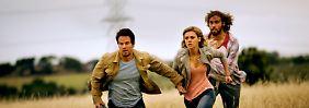 Cade Yeager (Mark Wahlberg), seine Tochter Tessa (Nicola Peltz) und Kumpel Lucas Flannery (T.J. Miller) sind auf der Flucht.